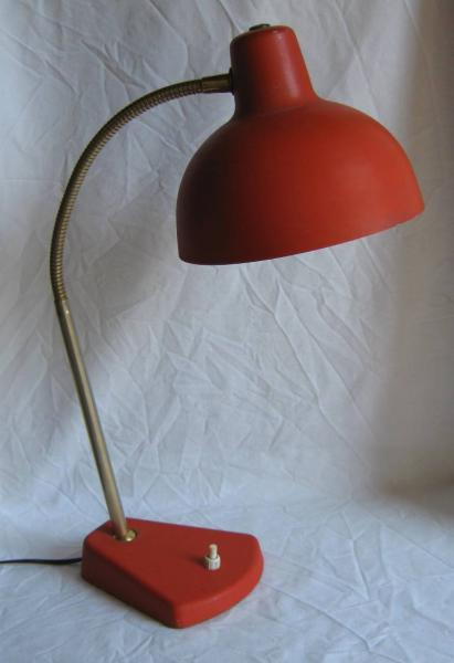 ancienne lampe de bureau r flecteur en m tal rouge pied en fonte 2258 brocante en. Black Bedroom Furniture Sets. Home Design Ideas